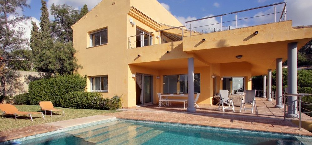 Luxury villa with sea views in Elviria
