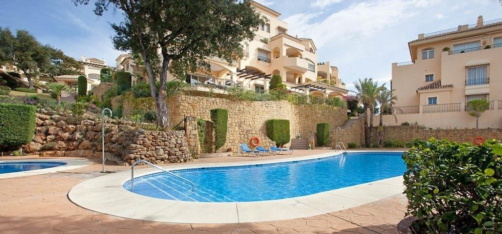 Spacious garden apartment in Elviria