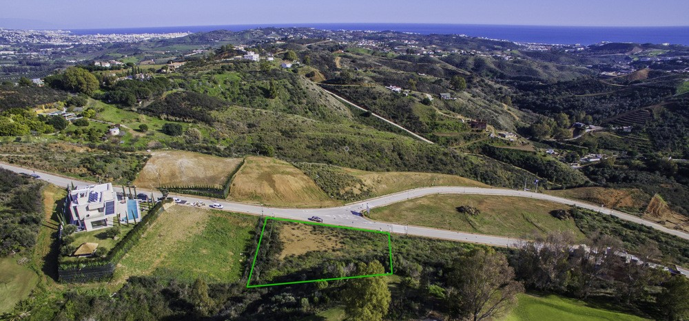 Flat plot with sea view in La Cala Golf
